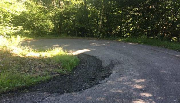Imatge del deteriorament del camí veïnal d'Arres de Sus.