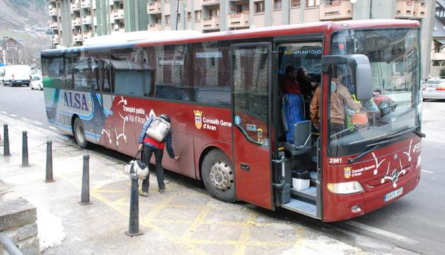 El bus que presta el servei de transport fins a Baqueira Beret.