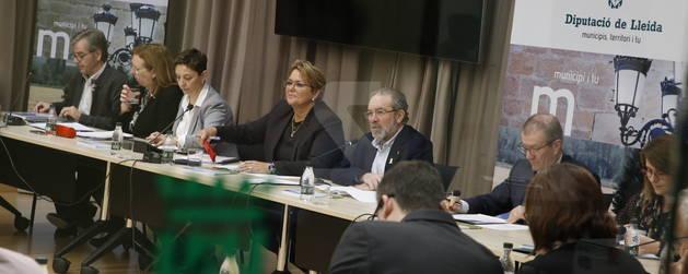 Reñé ha encapçalat a la Diputació una reunió d'alcaldes i presidents de consells comarcals.