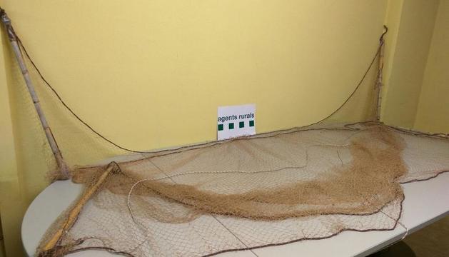 Vista d'una de les xarxes decomissades per Rurals i Mossos.