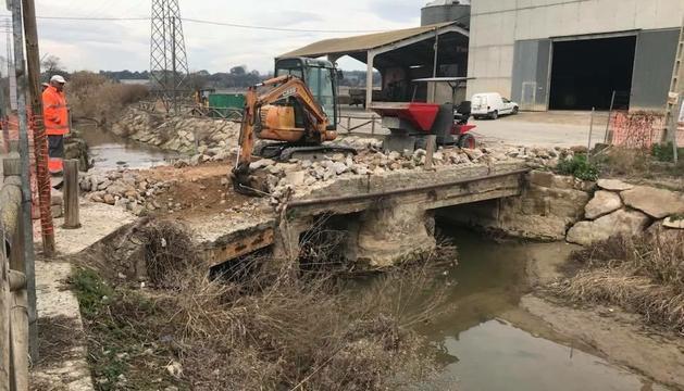 Montgai rehabilita l'antic pont de pedra sobre el Sió