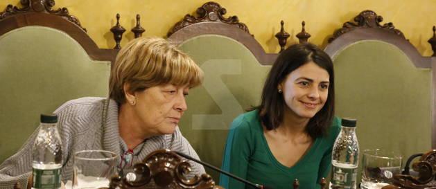 Rosa Mari Salmeron, que va deixar el PDeCAT a la Paeria, al seu nou lloc al ple a les cadires del govern del PSC, al costat de Sara Mestres