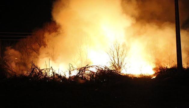 El fuego se declaró entre Victoriano Muñoz y Josep Tarradellas.
