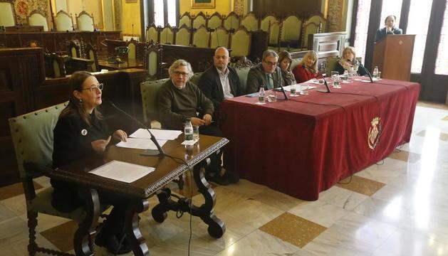 Acto inaugural en la Paeria del homenaje al desaparecido escritor leridano Carles Hac Mor.