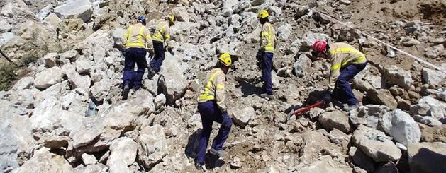 Els treballs per rescatar els cossos de les dos víctimes.