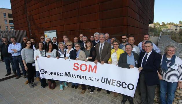 Ediles y representantes de las entidades implicadas en la promoción de la declaración de Geoparc.