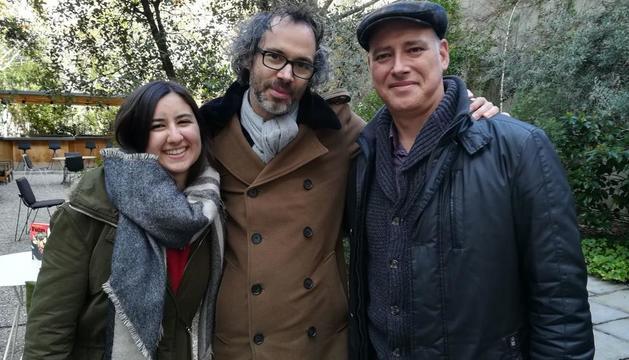 Cati Neus y Salva Rich con el músico y escritor James Rhodes.