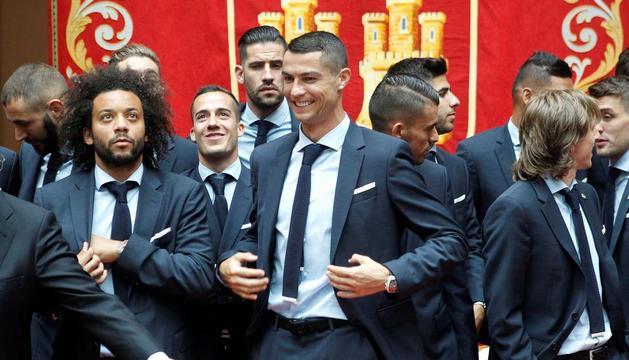 Cristiano Ronaldo, durant una de les visites institucionals que va fer ahir l'equip.