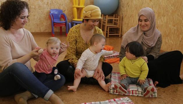 Un grupo de familias en una de las actividades de Down Lleida.