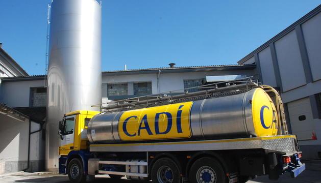 Imatge d'arxiu d'un dels camions de recollida de llet de la cooperativa del Cadí.