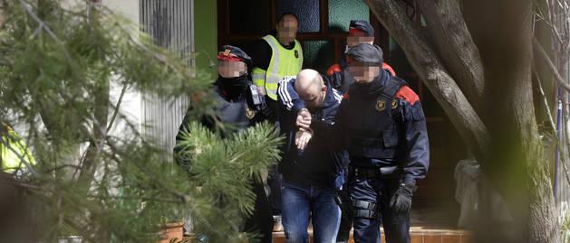 Moment de la detenció d'un dels dos capitostos de la xarxa a Lleida i detinguts al Poal