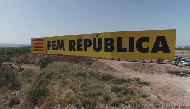 El CDR de Bellpuig repinta el mural
