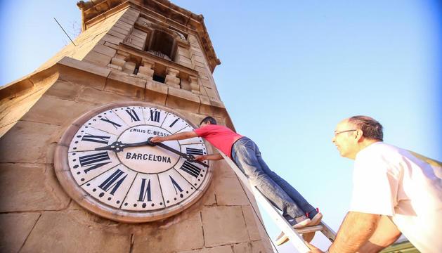 Imatge de l'any passat del campanar d'Ivars d'Urgell, on el rellotge feia vint anys que no funcionava.