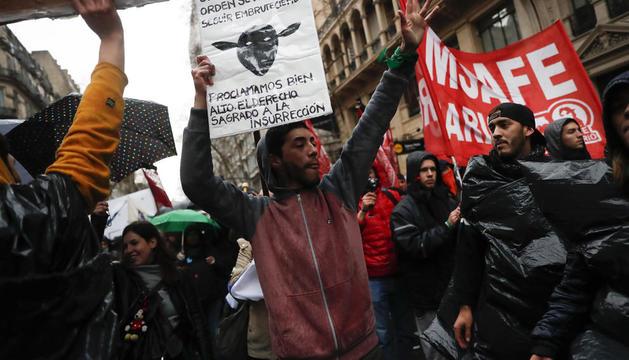 Manifestació d'estudiants argentins contra les retallades enmig de la greu crisi del país.