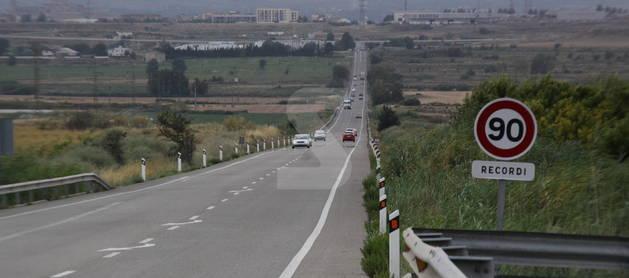 Una señal de límite de velocidad en una carretera de Lleida.
