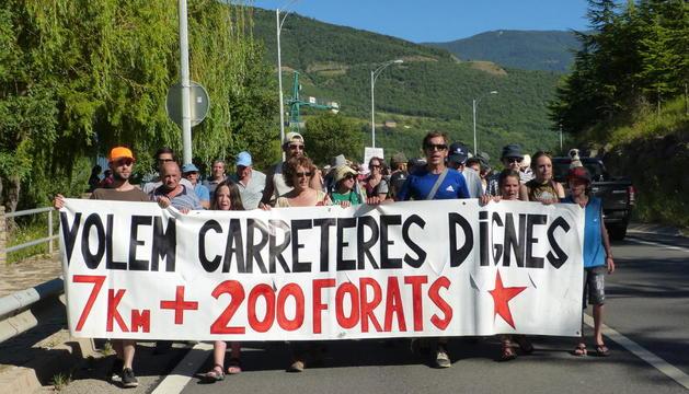 Imagen de archivo de los vecinos de Soriguera reclamando la mejora del acceso a los pueblos.