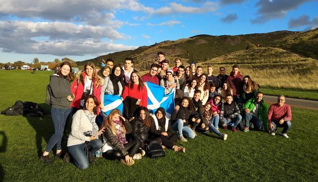 Els alumnes de Batxillerat durant la visita a Escòcia.