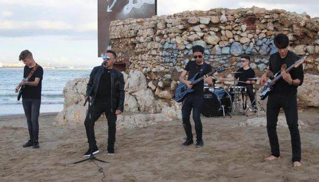 El Último Escuadrón va gravar el videoclip, que es pot veure a YouTube, a la platja de la Pineda.