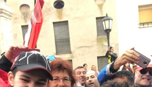 Després de 900 quilòmetres i tres hores més d'espera, els Blasius van aconseguir un selfie amb Marc.