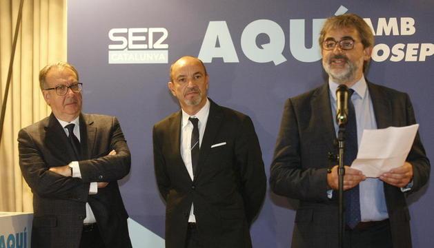 Josep Cuní, presentant SER Catalunya, al costat de directius de la cadena, ahir al Parador de Lleida.