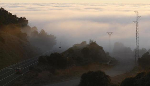Al límit nord entre Lleida i Osca, els viatgers s'endinsen en un enorme banc de boira.