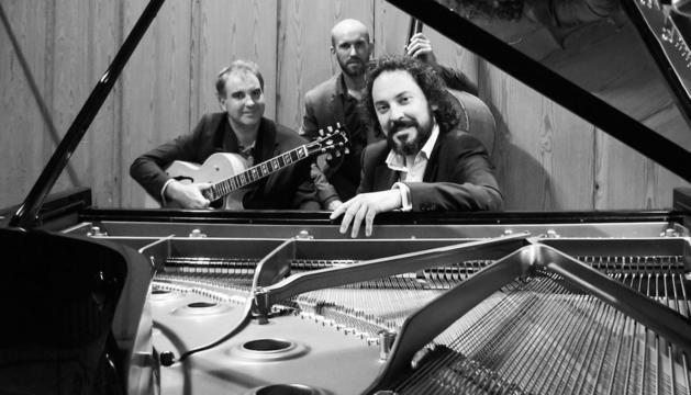 El trio format per Gerard Nieto, Kike Angulo i Pere Loewe.