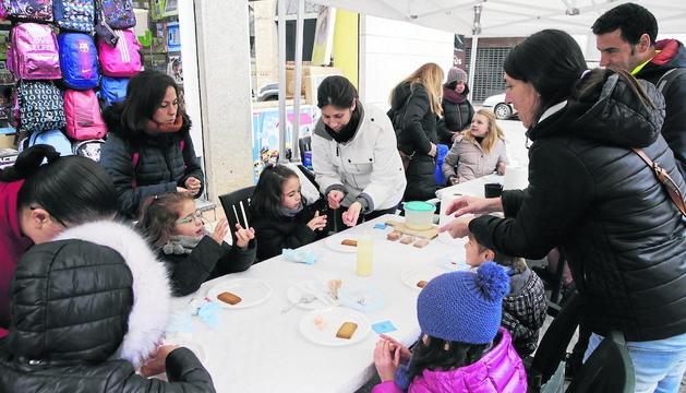 Els més petits van elaborar galetes a la Pobla de Segur.