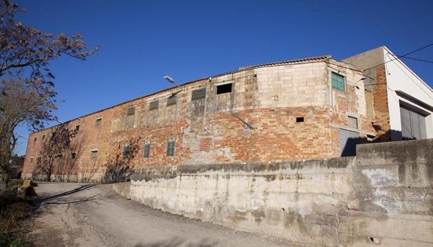Imatge de la granja que l'ajuntament de Montoliu de Segarra vol enderrocar.