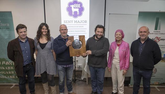 Miembros de Seny Major con representantes del Forum l'Espitllera y la Fundació Jordi Cases.