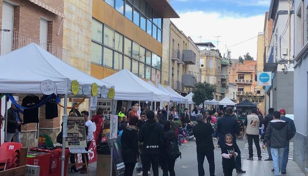 El carrer Major va acollir les paradetes de la Fira d'Entitats