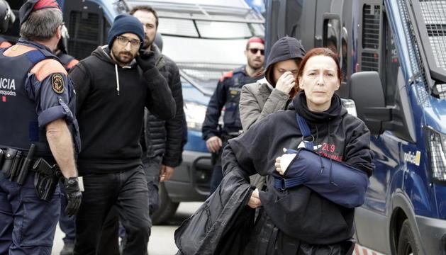 Imagen del activistas desalojados el martes en Riudellots.