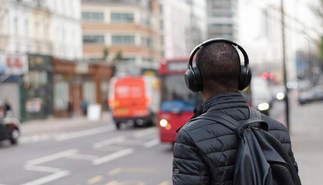a qualsevol hora. En l'era del 'multitasking', els audiollibres ens permeten fer altres coses al mateix temps.