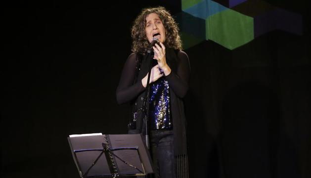 La cantant lleidatana Carolina Blàvia, en un concert al Cafè del Teatre de Lleida al desembre.