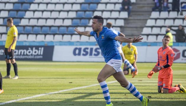 Pedro Martín celebra un dels 16 gols que va marcar la temporada passada a la Lliga amb el Lleida.