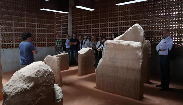 La sala de les esteles funeràries compta amb llum natural.