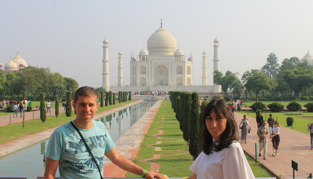 El Josep Maria i la Vanessa, al Taj Mahal, a la ciutat d'Agra.