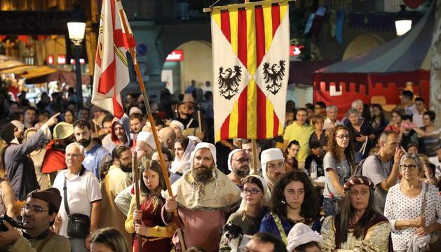 La danza de La Galop volvió a bailarse ayer tras recuperarse el año pasado en la plaza Mercadal, que se ha llenado de público en muchos de los actos programados.