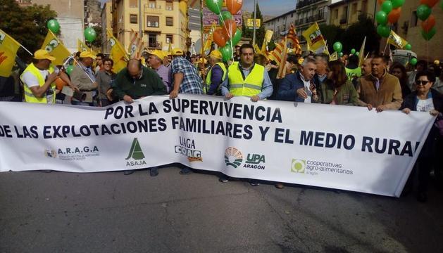 Imatge de la capçalera de la marxa celebrada ahir pels carrers de Calataiud.