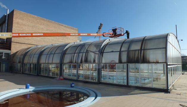 Al setembre es va iniciar el canvi del sostre retràctil de la piscina coberta de Balaguer