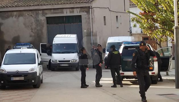 El dispositiu de la Guàrdia Civil aquest dimecres al matí a Castellnou de Seana.