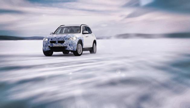 Amb una acceleració de 0 a 100 km/h en 4 segons i una velocitat màxima que supera els 200 km/h, el BMW i4 totalment elèctric es produirà a partir del 2021.