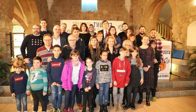 Autoridades, jurado, la ganadora y los premios infantiles, ayer en la sala Sant Joan de Térmens.