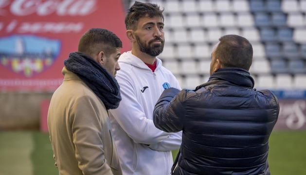Molo, con Raúl Fuster y Jordi Esteve, el pasado sábado antes del partido ante la UE Olot.