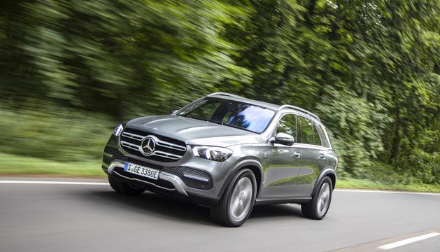 El nou híbrid endollable dièsel de Mercedes arribarà als concessionaris al maig amb un preu de partida de 77.100 euros.
