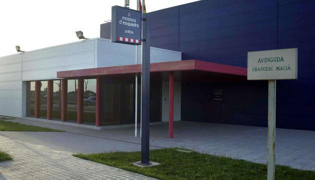 Vista de la comissaria dels Mossos d'Esquadra a Cervera, que investiga els fets.