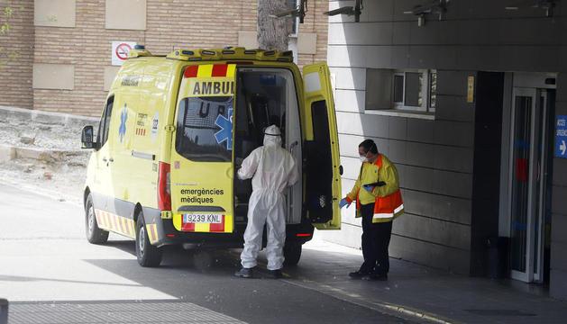 L'entrada d'ambulàncies a la unitat d'Urgències de l'hospital Arnau de Vilanova.