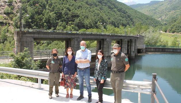 Agents Rurals i Endesa van firmar ahir l'acord a la central d'Espot-Torrassa i van visitar la presa.