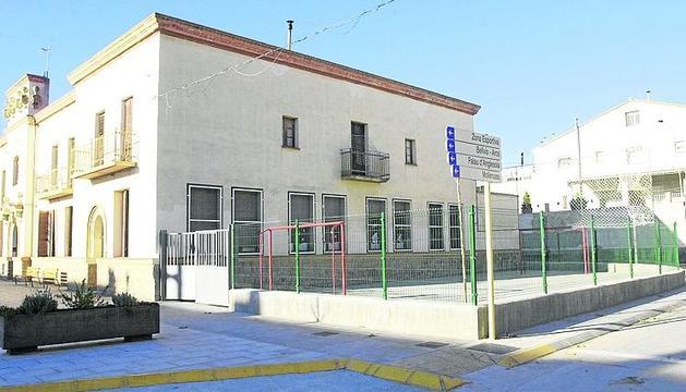 L'actual col·legi està ubicat a l'edifici consistorial del Poal.