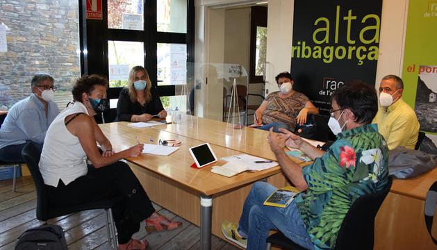 Imatge de la reunió de dimarts entre l'IEI i la Ribagorça per parlar del nou festival.