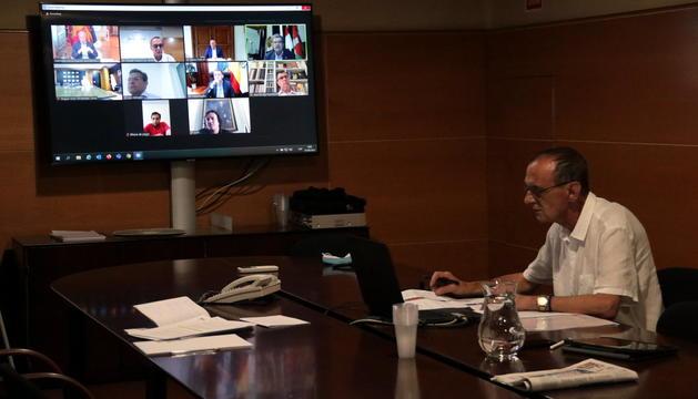 L'alcalde de Lleida, Miquel Pueyo, durant la reunió telemàtica amb altres alcaldes d'altres nou ciutat de l'Estat.